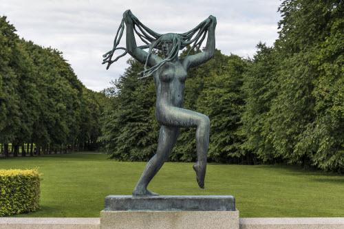 """Ngượng """"chín mặt"""" ở công viên tượng khỏa thân lớn nhất thế giới - 3"""