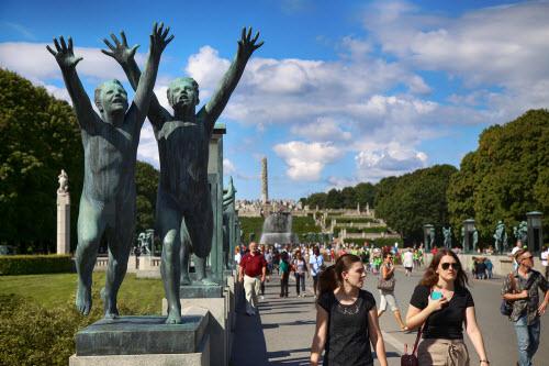 """Ngượng """"chín mặt"""" ở công viên tượng khỏa thân lớn nhất thế giới - 1"""