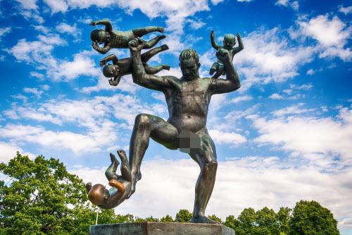 """Ngượng """"chín mặt"""" ở công viên tượng khỏa thân lớn nhất thế giới - 2"""