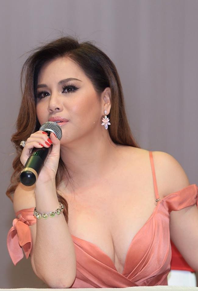 Minh Tuyết không còn là cái tên xa lạ trong làng nhạc Việt. Cô còn được biết đến là em gái của nữ ca sĩ Cẩm Ly.