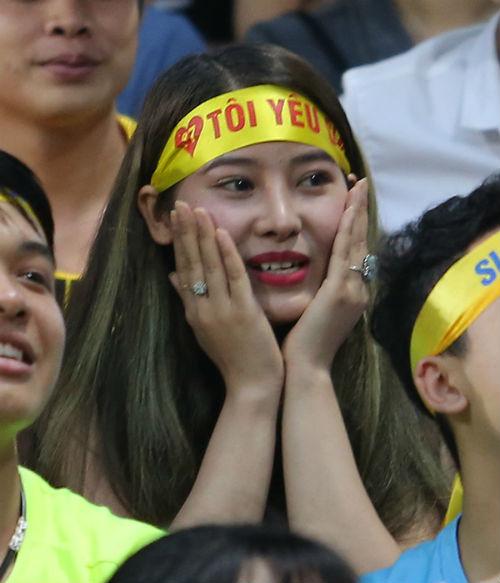 """Hàng ngàn fan nữ xinh SLNA tiếp lửa """"Ronaldo Việt Nam"""" - 7"""