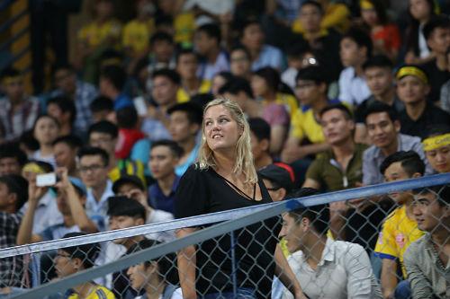"""Hàng ngàn fan nữ xinh SLNA tiếp lửa """"Ronaldo Việt Nam"""" - 9"""