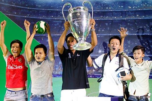 Công Vinh đưa Thủy Tiên đi trình diễn trước Ronaldinho - 3