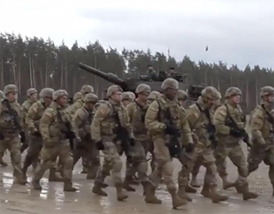 Nga-Mỹ đối đầu, Trump điều 900 quân gần Nga - 1