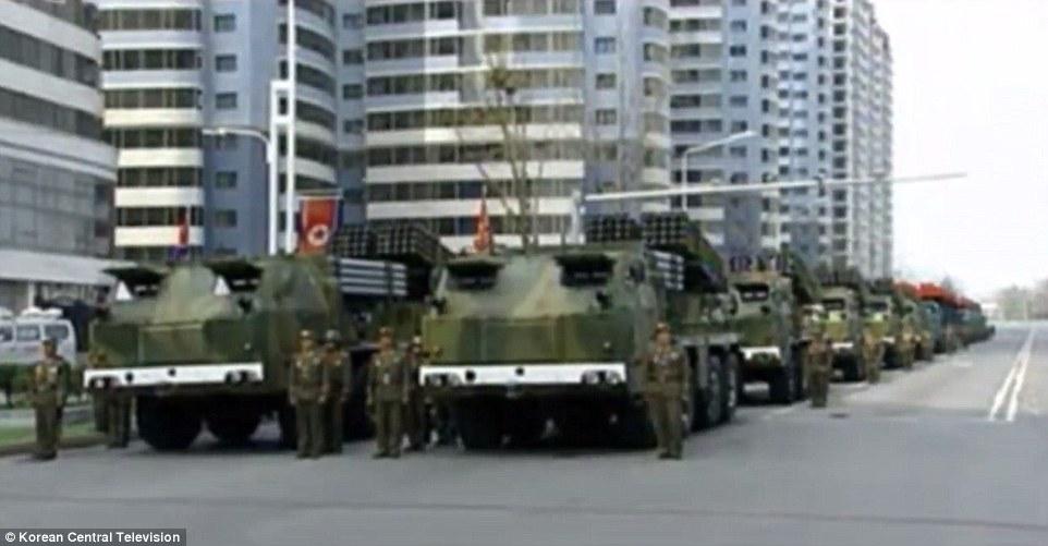 Video: Hàng chục ngàn quân Triều Tiên rầm rộ duyệt binh - 5