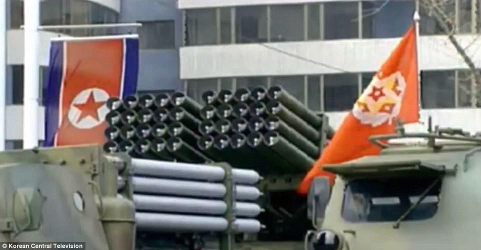 Video: Hàng chục ngàn quân Triều Tiên rầm rộ duyệt binh - 6