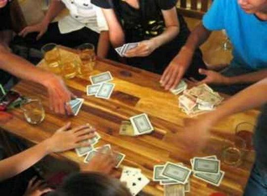 Khởi tố vụ đánh bạc, bí thư phường nhảy lầu 3 hòng trốn thoát - 1