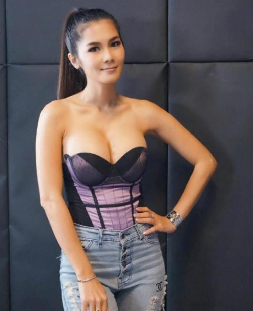 Bỏ chồng 72 tuổi, nữ hoàng 18+ Thái trở lại nghề cũ - 6