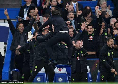 "MU: ""Judas"" Mourinho và mối hận với Chelsea, Conte - 1"