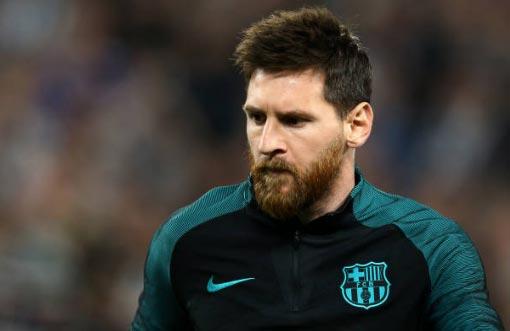 Barca níu chân Messi: Thành bại bởi… cửa hàng giày - 1