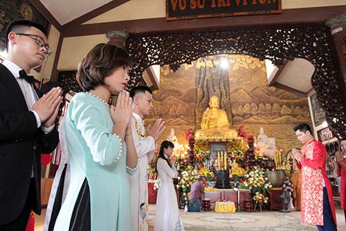 Độc đáo lễ cưới nơi cửa phật của 14 cặp đôi Hà Thành - 2