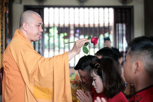Độc đáo lễ cưới nơi cửa phật của 14 cặp đôi Hà Thành - 7