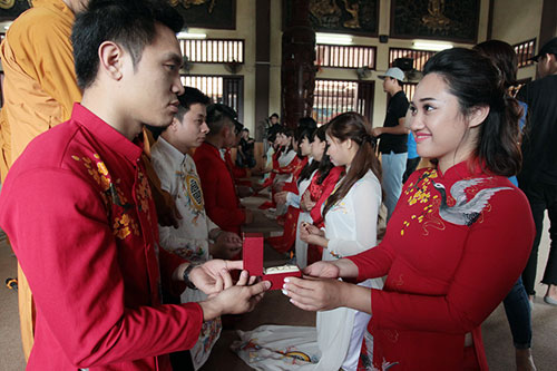 Độc đáo lễ cưới nơi cửa phật của 14 cặp đôi Hà Thành - 6