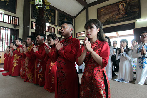 Độc đáo lễ cưới nơi cửa phật của 14 cặp đôi Hà Thành - 3