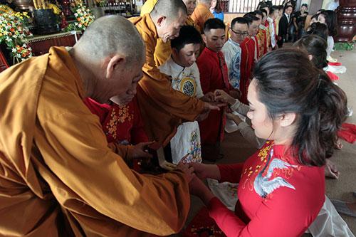 Độc đáo lễ cưới nơi cửa phật của 14 cặp đôi Hà Thành - 8