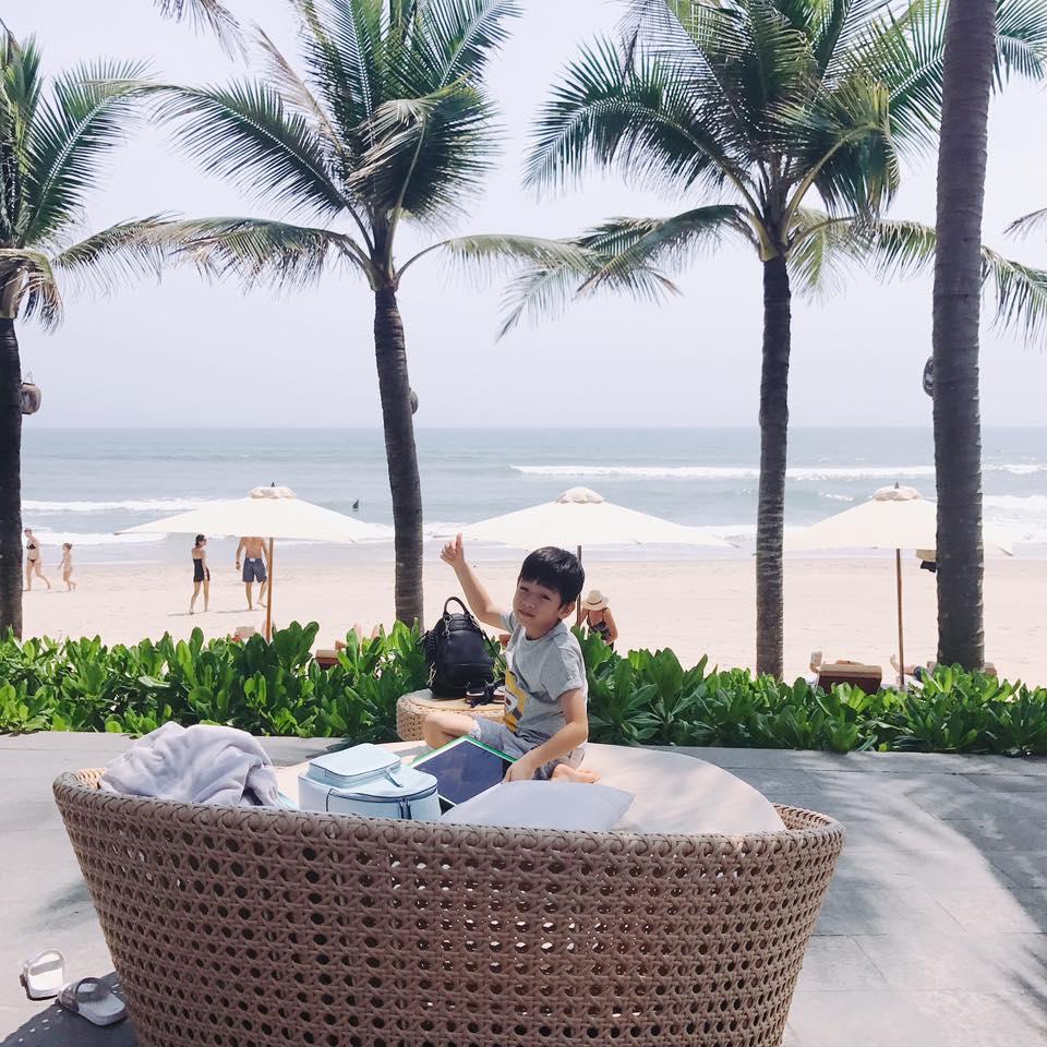 """Hà Hồ diện bikini, maxi đẹp nõn nà bên biển """"đáp trả"""" Cường Đôla? - 5"""