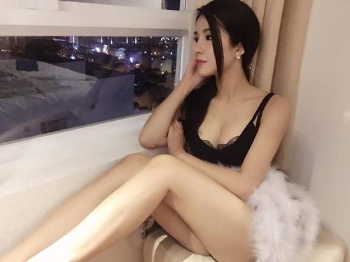 Nóng rực với mỹ nữ có dáng ngồi sexy nhất showbiz Việt - 1