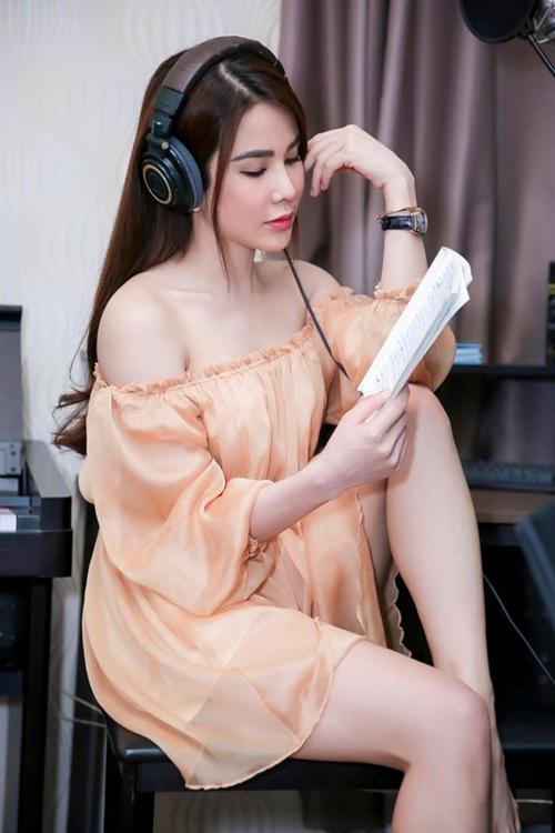 Nóng rực với mỹ nữ có dáng ngồi sexy nhất showbiz Việt - 3