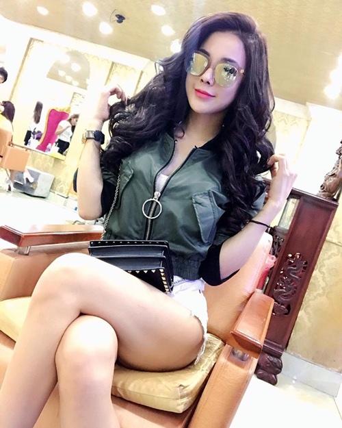 Nóng rực với mỹ nữ có dáng ngồi sexy nhất showbiz Việt - 13