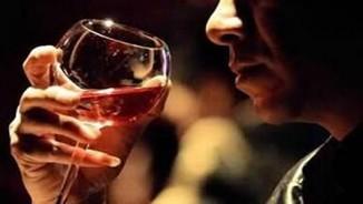 Tại sao rất nhiều người uống rượu bị đỏ mặt