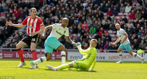 """Sunderland - West Ham: Rơi """"vàng"""" vào phút chót - 1"""
