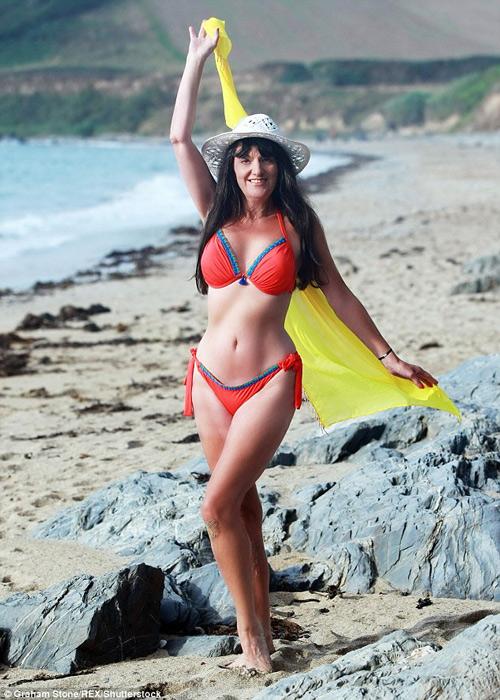 Hình thể bikini gợi cảm hơn gái 20 của mỹ nhân U60, U70 - 6