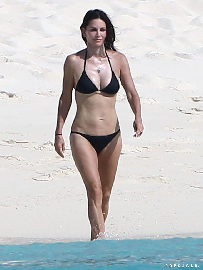 Hình thể bikini gợi cảm hơn gái 20 của mỹ nhân U60, U70 - 7