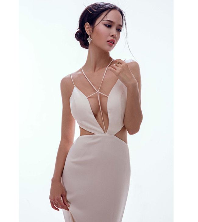 Yêu bạn trai là người mẫu nam tính Hữu Vi, topp 5 Hoa hậu Việt Nam 2012 - Vũ Ngọc Anh ngày càng ăn mặc gợi cảm, táo bạo.