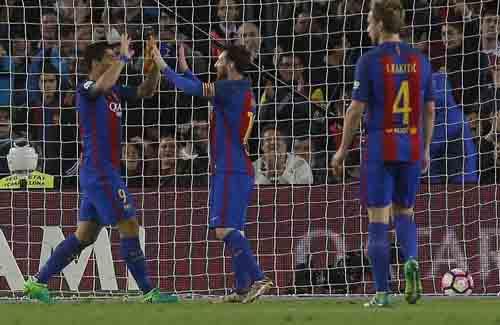 Barcelona - Sociedad: Hiệp 1 điên rồ & tiệc bàn thắng - 1