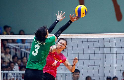 Người đẹp bóng chuyền Kim Huệ, Ngọc Hoa gây sốt trước 2000 fan - 5