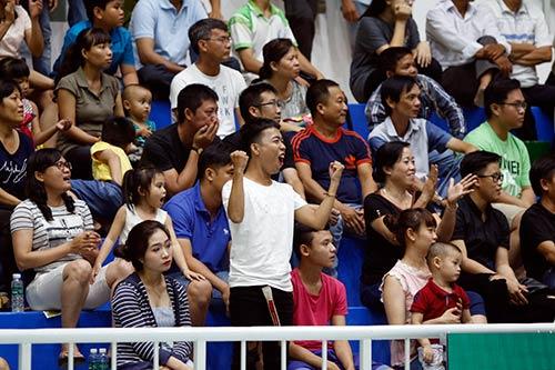 Người đẹp bóng chuyền Kim Huệ, Ngọc Hoa gây sốt trước 2000 fan - 6