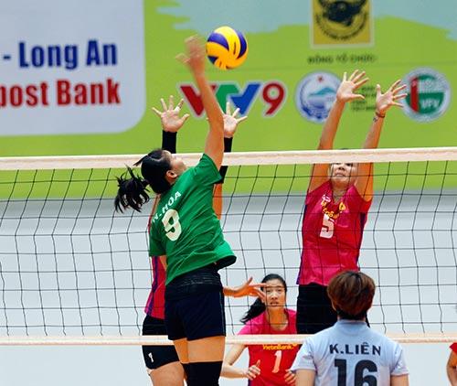 Người đẹp bóng chuyền Kim Huệ, Ngọc Hoa gây sốt trước 2000 fan - 8