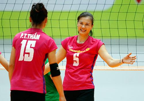 Người đẹp bóng chuyền Kim Huệ, Ngọc Hoa gây sốt trước 2000 fan - 10