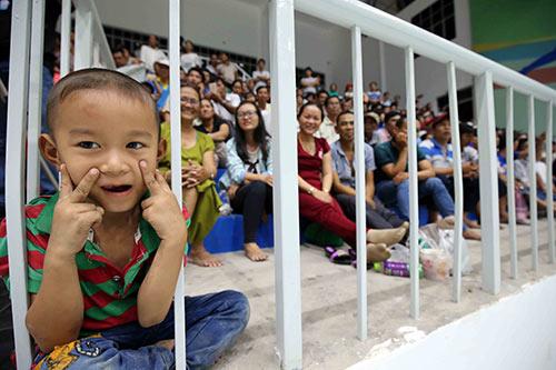 Người đẹp bóng chuyền Kim Huệ, Ngọc Hoa gây sốt trước 2000 fan - 3