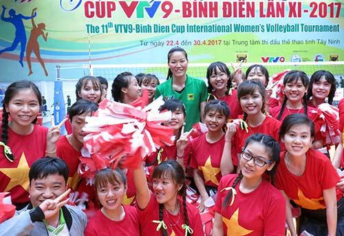 Người đẹp bóng chuyền Kim Huệ, Ngọc Hoa gây sốt trước 2000 fan - 11