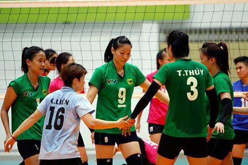 Người đẹp bóng chuyền Kim Huệ, Ngọc Hoa gây sốt trước 2000 fan - 12