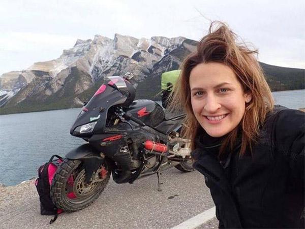 Chia tay bạn trai, cô gái một mình lái moto phượt khắp thế giới - 1