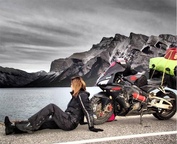 Chia tay bạn trai, cô gái một mình lái moto phượt khắp thế giới - 2
