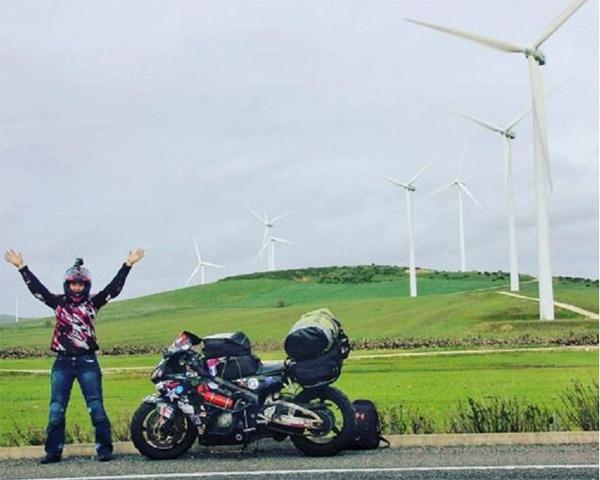 Chia tay bạn trai, cô gái một mình lái moto phượt khắp thế giới - 4