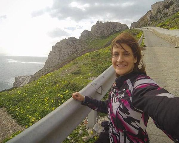 Chia tay bạn trai, cô gái một mình lái moto phượt khắp thế giới - 6