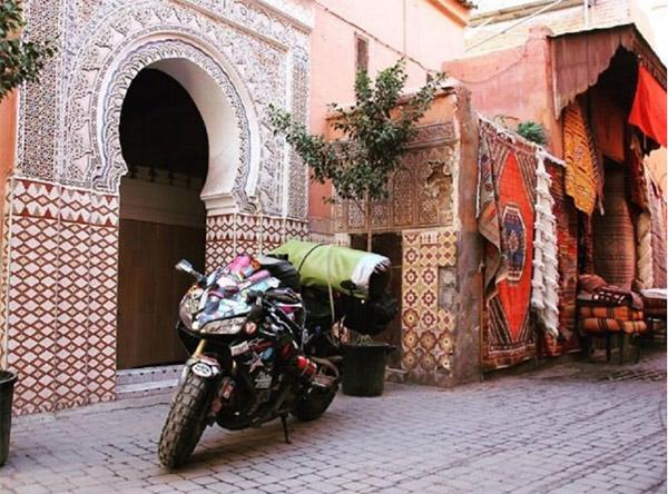 Chia tay bạn trai, cô gái một mình lái moto phượt khắp thế giới - 11
