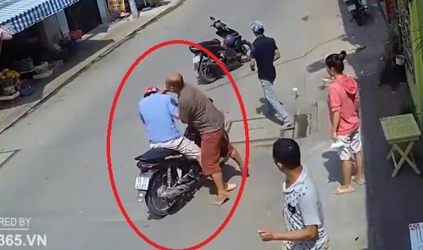 """Video: Kẻ trộm chim bị chủ nhà """"tóm sống"""", đánh nhừ tử - 1"""