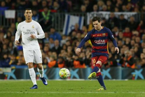 """Messi toàn năng: Ronaldo cũng """"hít khói"""" ở khoản sút xa - 2"""