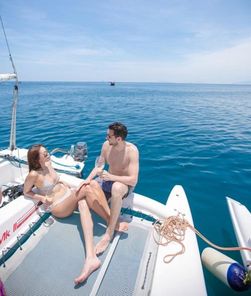 Em gái Hà Anh mặc bikini bé xíu đẹp át chị trên du thuyền triệu USD - 4