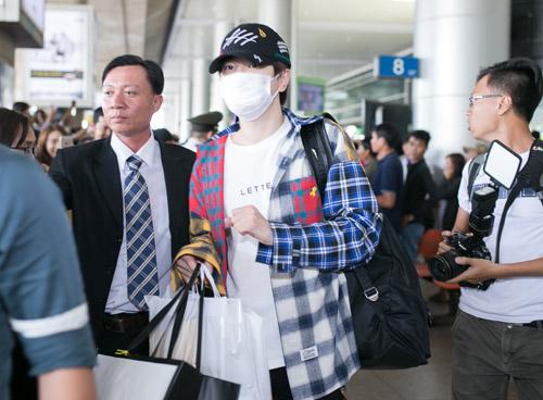 Sân bay Việt náo loạn vì nhóm trai đẹp Hàn Quốc - 6