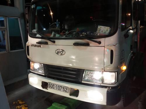 Vụ CSGT bị tông chết ở Đồng Nai: CSGT đu gương chiếu hậu - 2