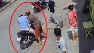 """Video: Kẻ trộm chim bị chủ nhà """"tóm sống"""", đánh nhừ tử"""