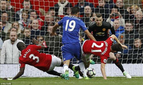 """Góc chiến thuật MU–Chelsea: Mourinho """"nuốt chửng"""" Conte - 3"""