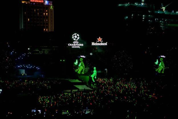 Bùng nổ xúc cảm đón cúp UEFA Champions League cùng Ronaldinho, Frank De Boer và Ronald De Boer - 3