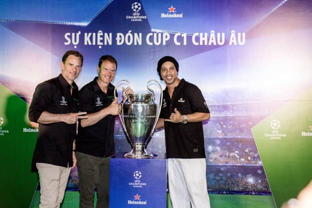 Bùng nổ xúc cảm đón cúp UEFA Champions League cùng Ronaldinho, Frank De Boer và Ronald De Boer - 6